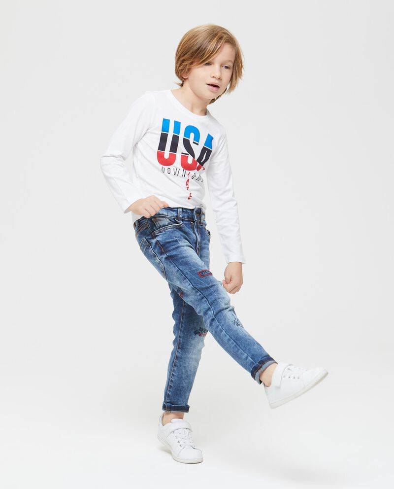 Jeans stretch con patch e ricami