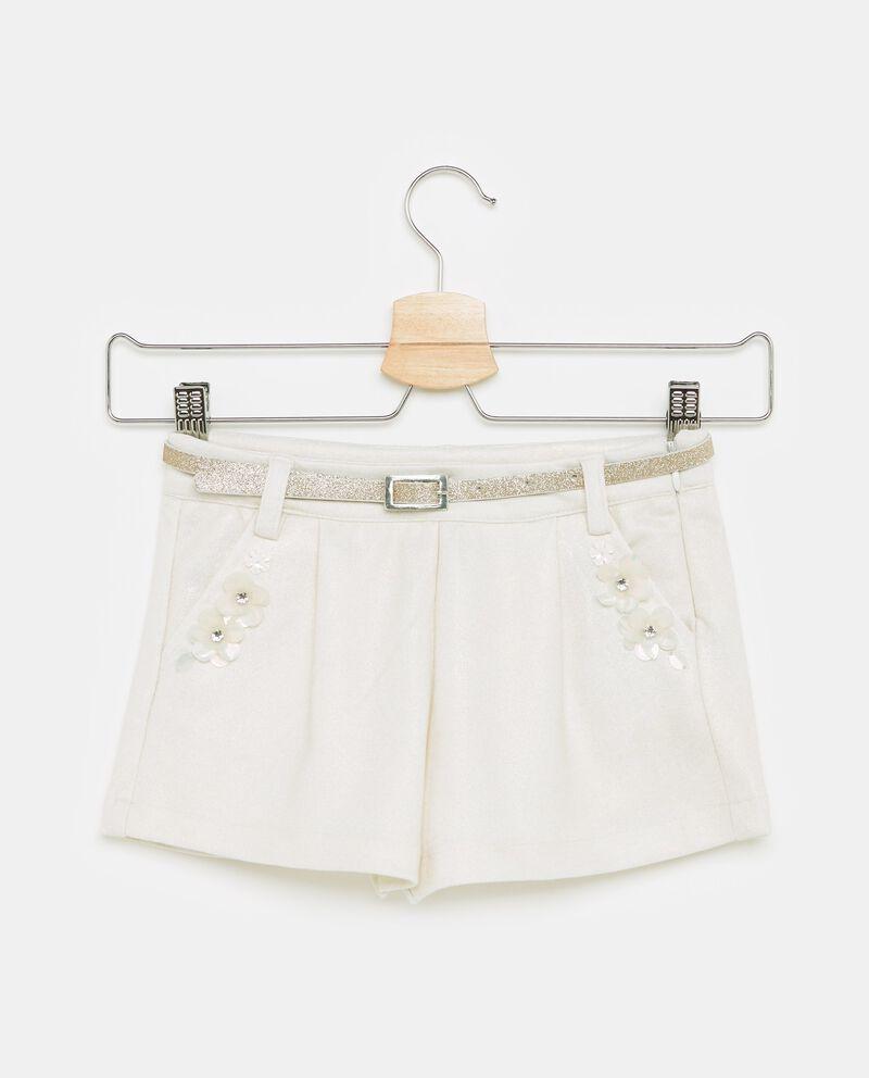 Shorts in tinta unita con fiori applicati bambina