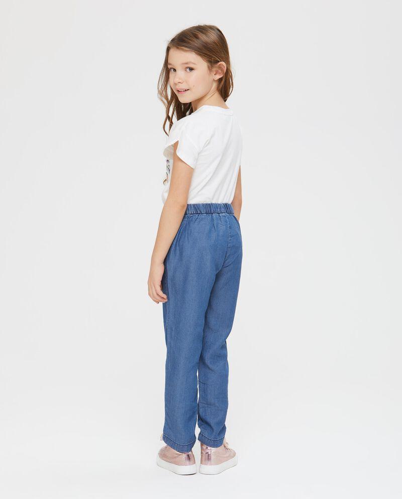 Pantaloni lunghi effetto denim.