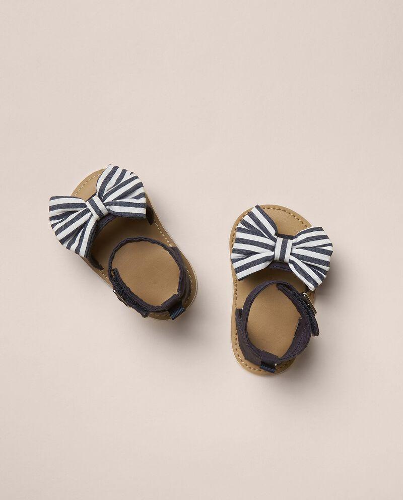 Sandali con fiocchetto tinto filo rigato neonato cover