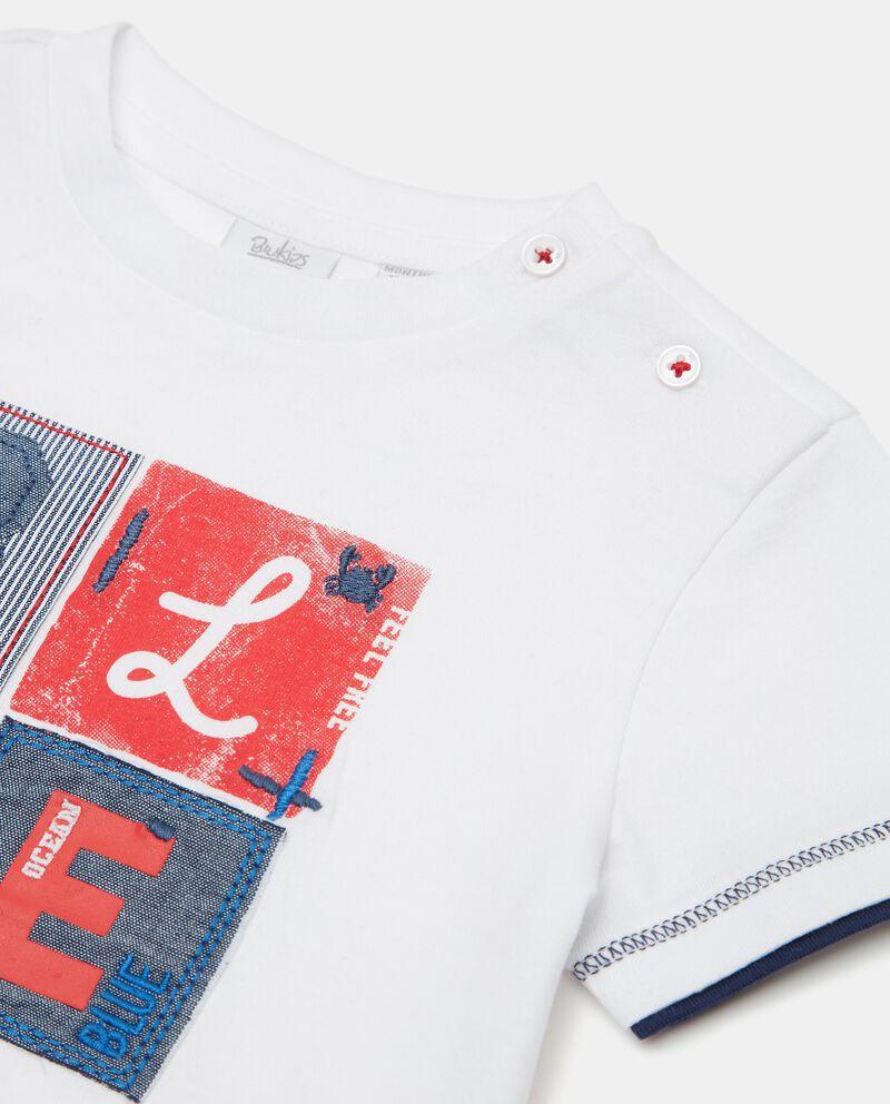 T-shirt in puro cotone con stampa patchwork neonato