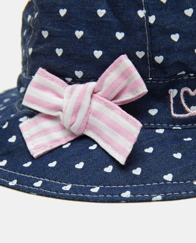 Cappellino in denim con fantasia cuoricini