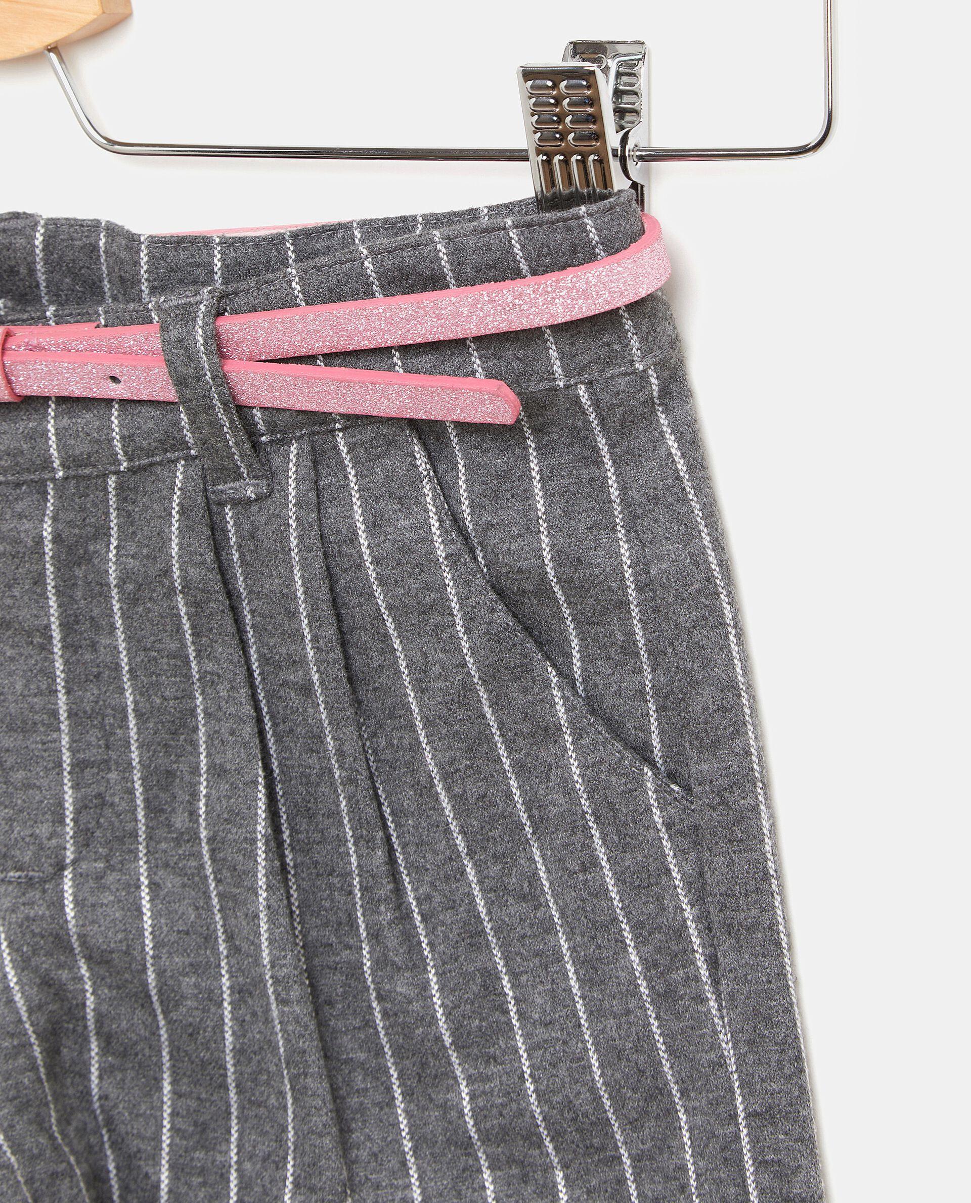 Shorts gessati con cinturina bambina