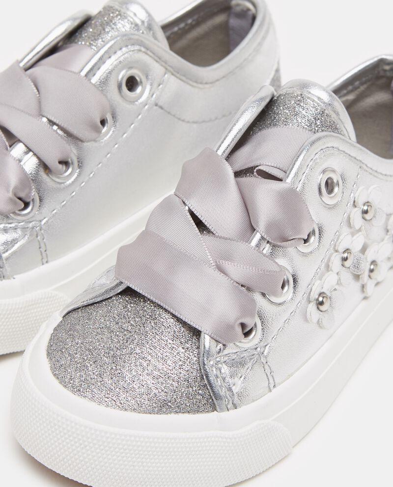 Sneakers effetto glitter con margherite