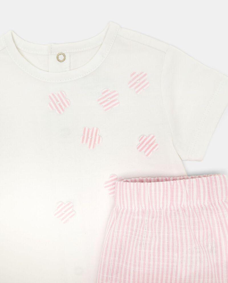 Completino t-shirt e shorts fiori a righe