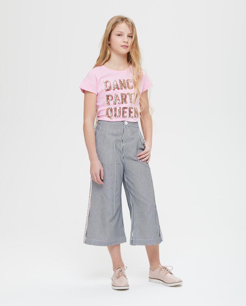 Pantaloni con bande e fantasia righe