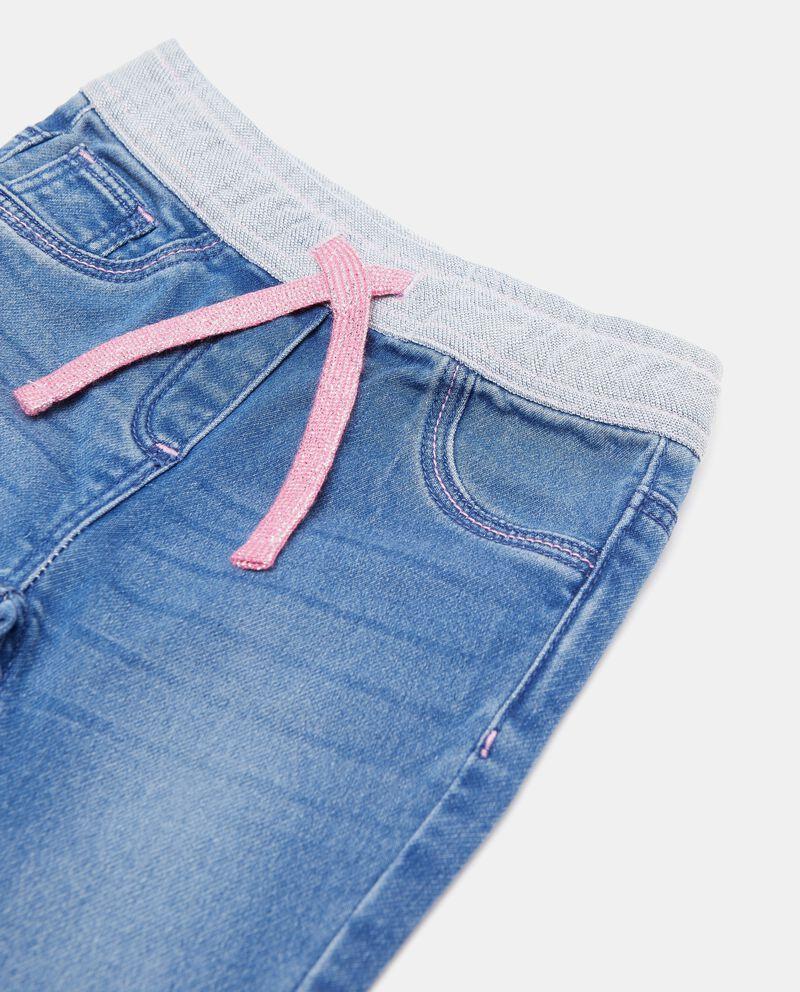 Jeans con fascia elastica a contrasto neonata