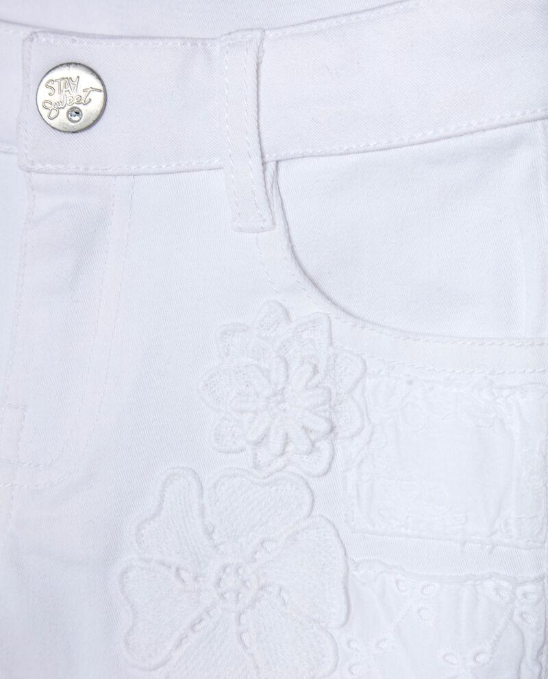 Shorts con tasche e ricami floreali