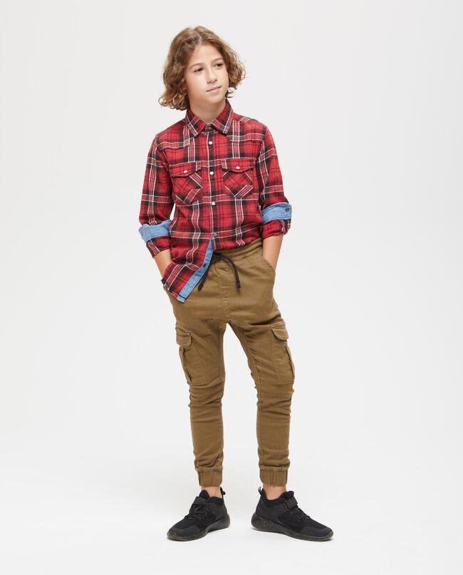 Pantaloni stretch con tasche