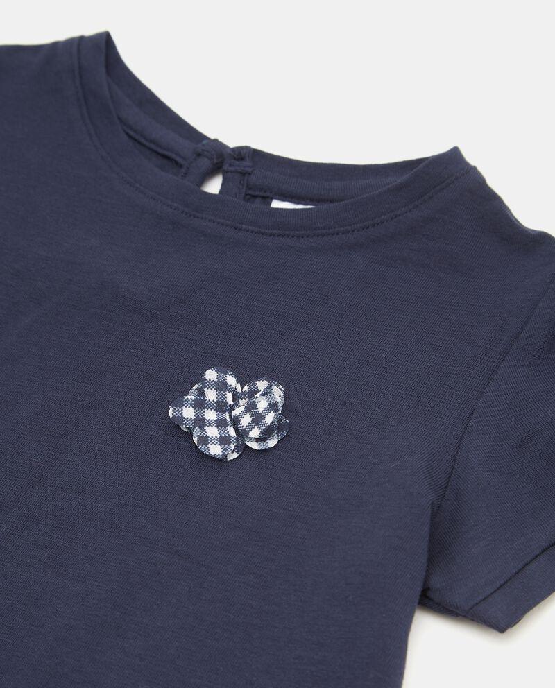 T-shirt con fiorellini applicati