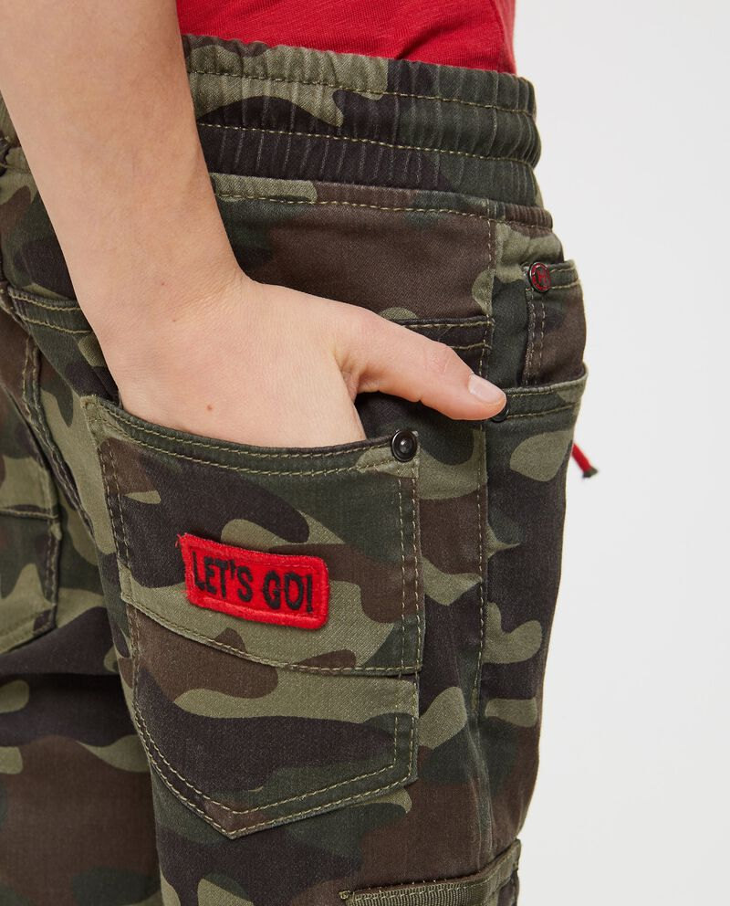 Pantaloni camouflage con coulisse