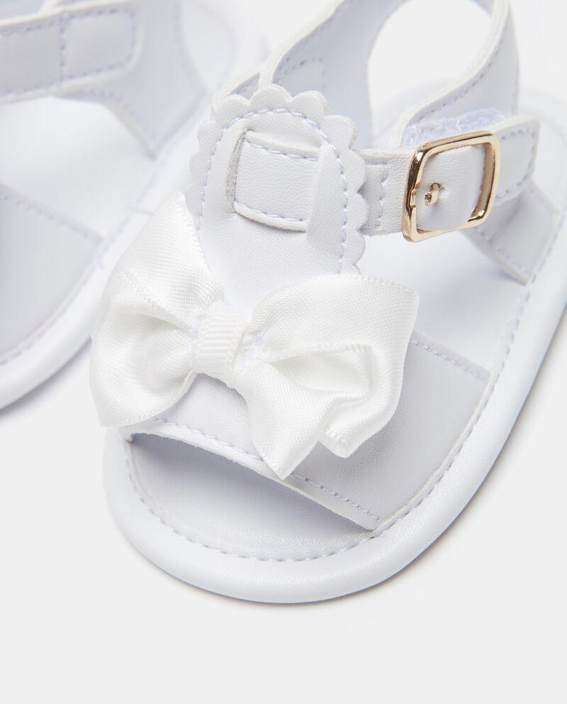 Sandali con fiocchi applicati neonata