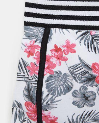 Shorts in cotone misto elastane con fantasia floreale ragazza