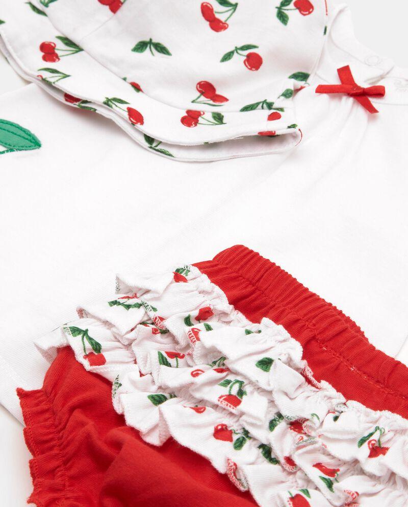 Set con t-shirt, cappellino e shorts in puro cotone